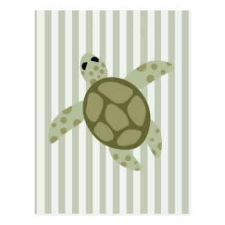 Carte Postale Tortue de mer mignonne sur la rayure verte