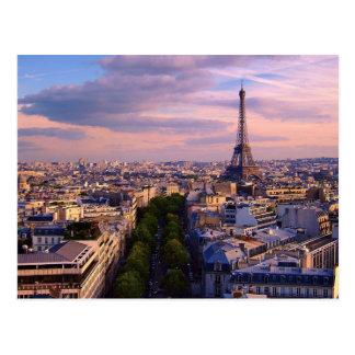 Carte Postale Tour Eiffel et Cloudscape pourpre