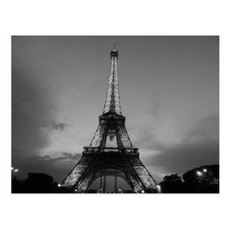 Carte Postale Tour Eiffel noir et blanc dans la nuit de ville de