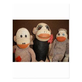 Carte Postale trois singes de chaussette