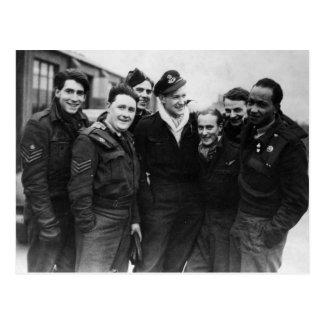 Carte Postale Un équipage de bombardier de Lancaster