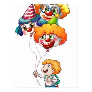 Carte Postale Un jeune homme heureux tenant des ballons de clown