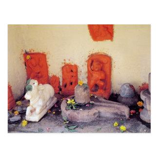 Carte Postale Un tombeau d'une chapelle sur le Gange