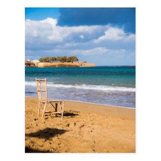 Carte Postale Une chaise par la mer