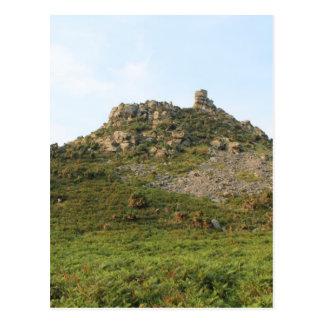Carte Postale Une colline avec des roches