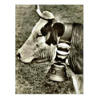 Carte Postale Vache vintage de la Suisse et cloche de vache