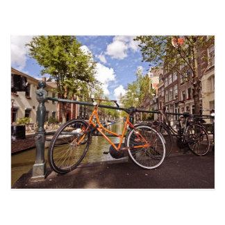 Carte Postale Vélo orange à Amsterdam Pays-Bas