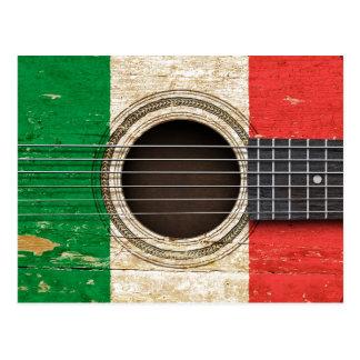 Carte Postale Vieille guitare acoustique avec le drapeau italien
