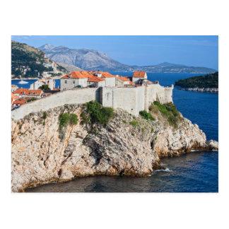 Carte Postale Vieille ville de Dubrovnik sur une haute falaise