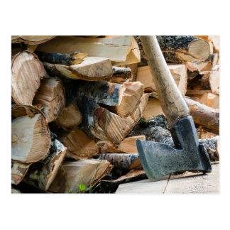 Carte Postale Vieux hache et bois de chauffage