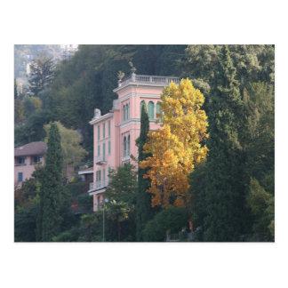 Carte Postale Villa rose dans l'automne