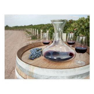 Carte Postale Vin rouge dans le vignoble