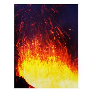 Carte Postale Volcan d'éruption de nuit : lave de feux