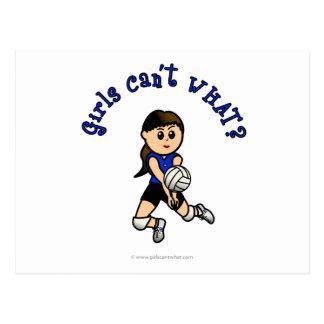 Carte Postale Volleyball léger de filles dans l'uniforme bleu