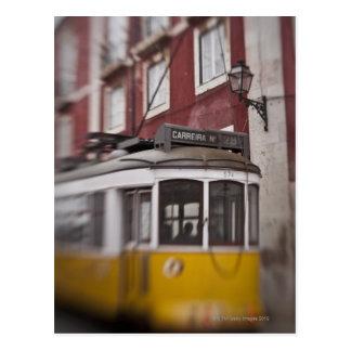 Carte Postale Vue brouillée de tramway sur la rue de ville