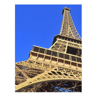 Carte Postale Vue d'angle faible de Tour Eiffel contre le ciel