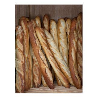 Carte Postale vue des pains de pain dans l'affichage de fenêtre