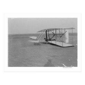 Carte Postale Wilbur Wright dans l'avion endommagé ensuite