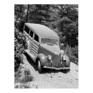 Carte Postale Woodie dans les bois, les années 1930