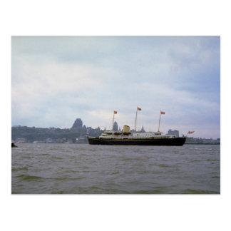 """Carte Postale Yacht royal """"Britannia"""" sur St Lawrence River, Que"""