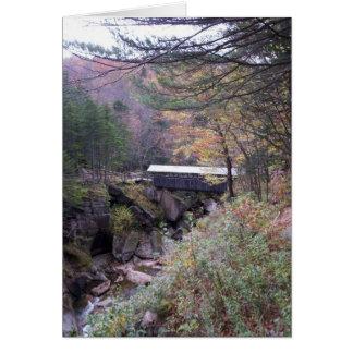 Carte pour notes de feuillage d'automne de pont de