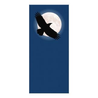 Carte Publicitaire Corbeau de vol avec la lune derrière elle