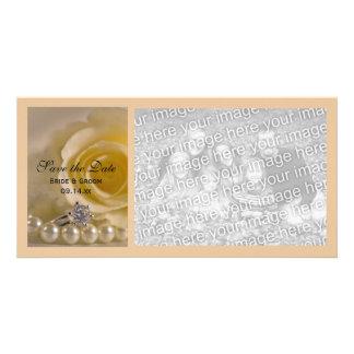 Carte Rose blanc, anneau et perles épousant des