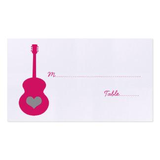 Carte rose/grise d'endroit de coeur de guitare carte de visite standard