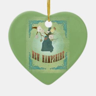 Carte vintage d'état du New Hampshire - vert sauge Ornement Cœur En Céramique