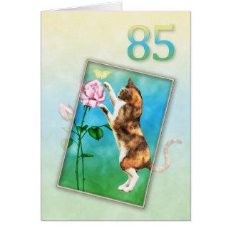 Cartes 85th Anniversaire avec un chat espiègle