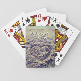 Cartes À Jouer Coeurs dans la plate-forme de sable de plage des