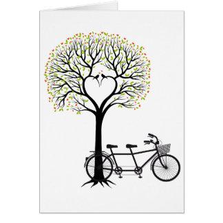 Cartes Arbre de coeur avec les oiseaux et la bicyclette