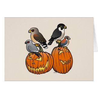 Cartes Birdorable Raptors sur des citrouilles