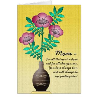 Cartes Bouquet dans le vase sur le jaune pour le jour de
