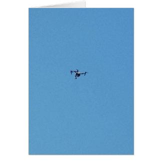 Cartes Bourdon de Hoovering contre la simplicité de ciel