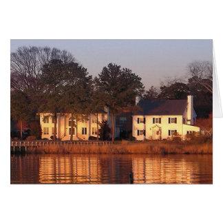 Cartes Chambres de façade d'une rivière au coucher du
