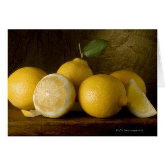 Cartes citrons sur le bois