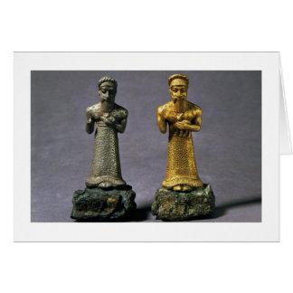 Cartes Deux statuettes des hommes portant des offres des