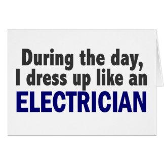 Cartes Électricien au cours de la journée