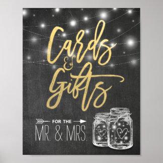 Cartes et cadeaux épousant des lumières de ficelle posters