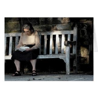 Cartes Femme sur un banc