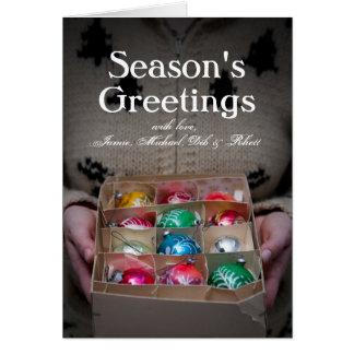Cartes Femme tenant la boîte d'ornements de Noël