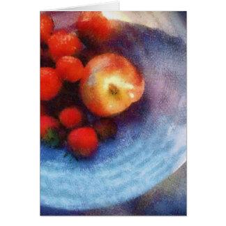Cartes Fruit rouge dans la cuvette blanche