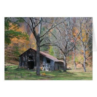 Cartes Grange dans le feuillage d'automne