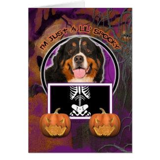 Cartes Halloween - juste un Lil éffrayant - chien de