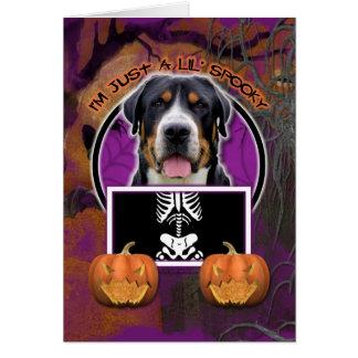 Cartes Halloween - juste un Lil éffrayant - chien suisse