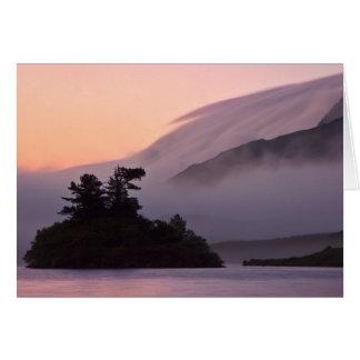 Cartes Île dans la brume