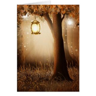 Cartes La lanterne rougeoyante accroche dans l'arbre