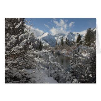 Cartes La rivière de Wenatchee et les collines du