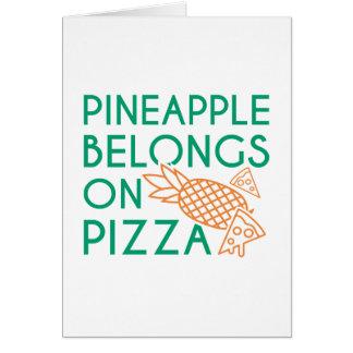 Cartes L'ananas appartient sur la pizza